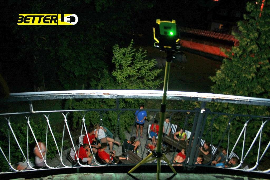 UNILITE SLR 3000-es munkaterület-megvilágító tölthető, akkumulátoros LED lámpa világítás közben